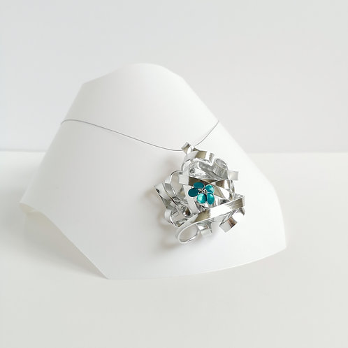 Wire and flower pendant - Silver with turquoise flower