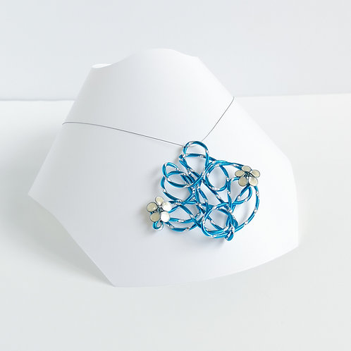 Wire and flower pendant - Silver, turquoise and white