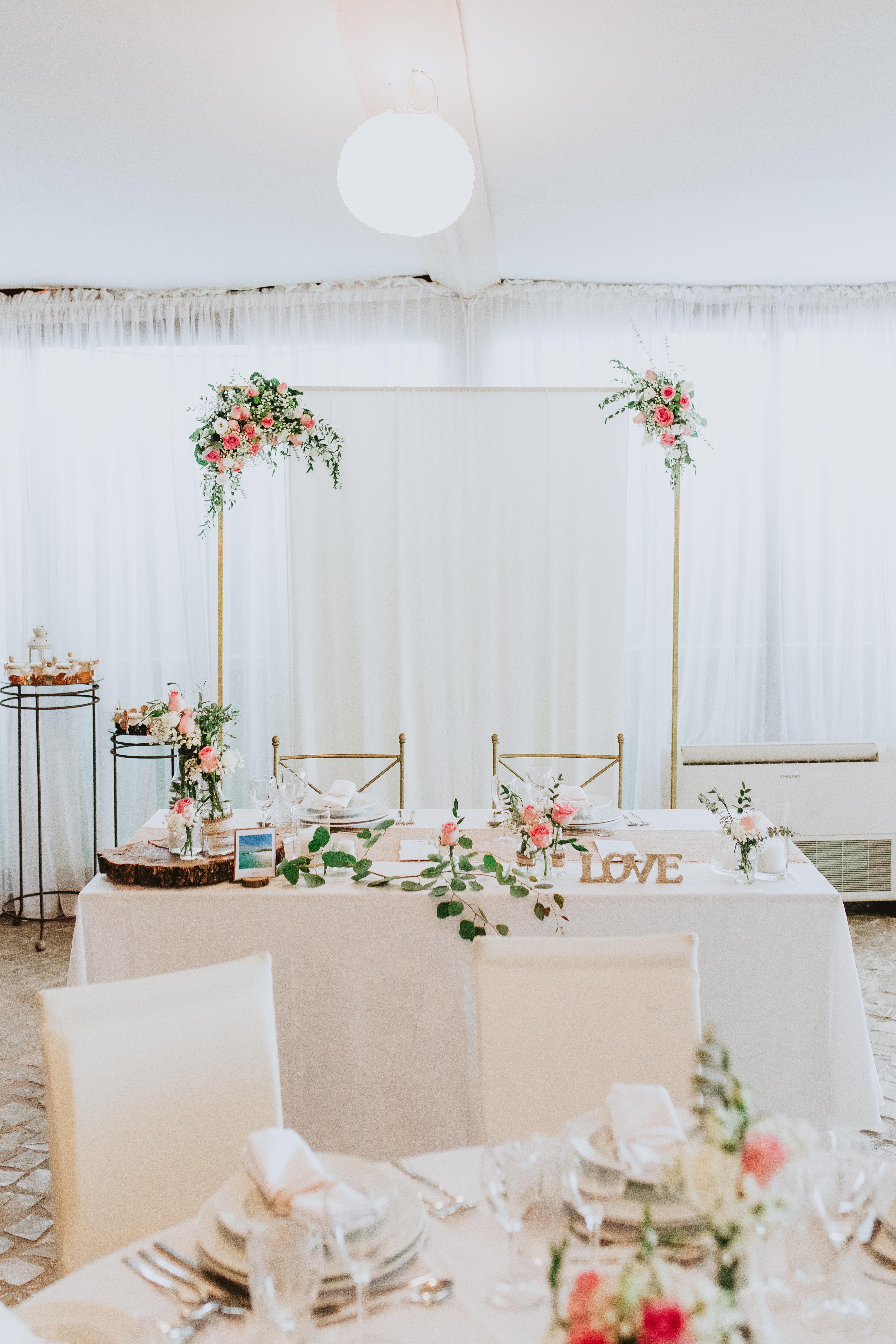 Pormenor decoração mesa noivos