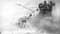 دبابة عراقية على الجبهة السورية
