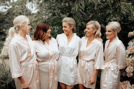I love it when the bridesmaids have their hair how they best suit it but still looking like they are all part of the same bridal party with the theme of waves and volume to keep it consistant.