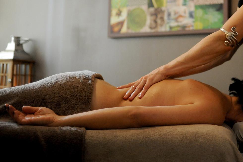 massages de relaxation aux huiles chaudes