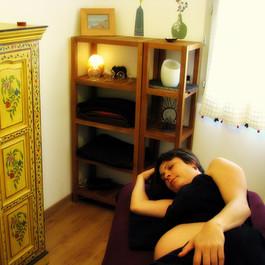 massages de relaxation aux huiles chaudes pour femme enceinte