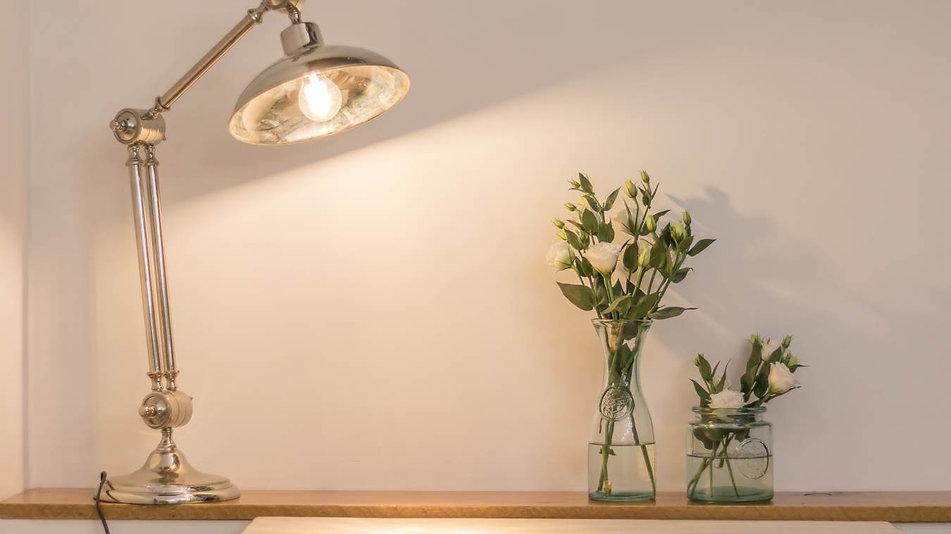Dettaglio lampada Sala_Il Conclave GuestHouse_Contattaci