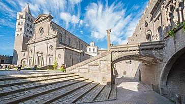 Palazzo_dei_Papi_Viterbo_2.jpg