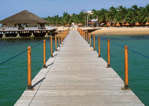 Station balnéaire sur la petite côte au Sénégal.