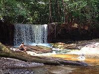 Se refrescar na cachoeira