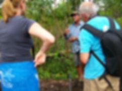 visita ao nativo na floresta