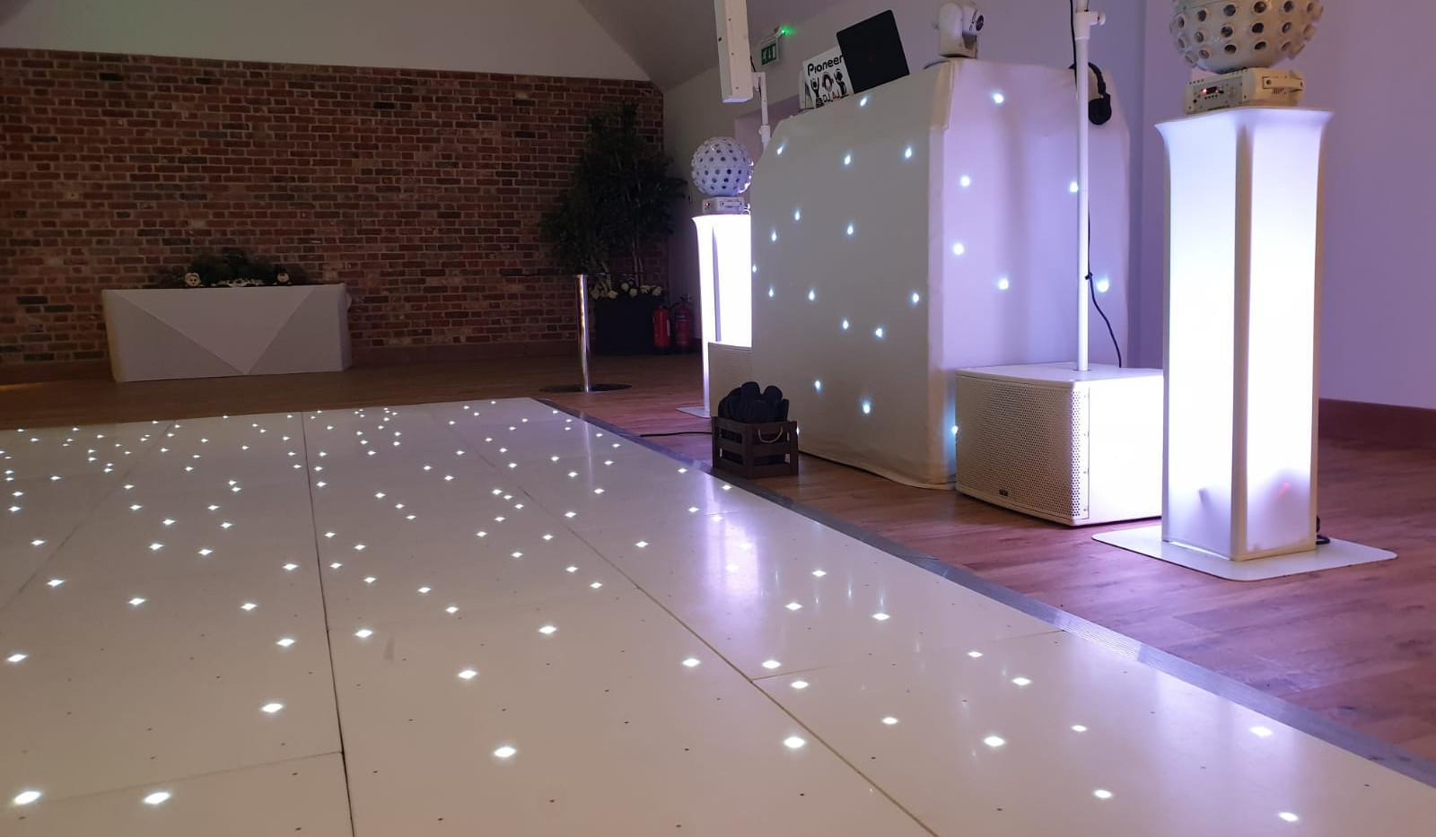 WHITE STAR LIT DANCE FLOOR