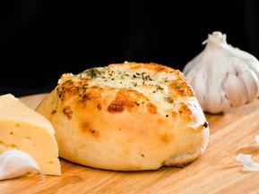 Чесночные булочки с сыром и пряным розмарином
