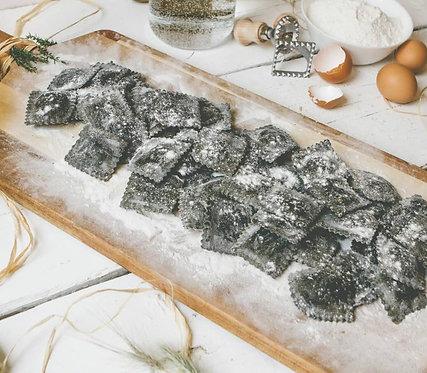 Ravioli Saumon Fumé à l'Encre de Seiche