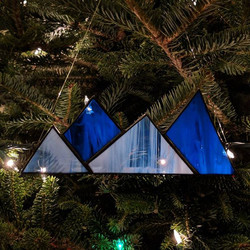 I love photos in the Christmas tree...😍 These mountains are ready to go to their new home!_._._