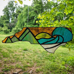 Say hello to my newly designed and created NC Mountains to Sea piece! ⛰️🌊_