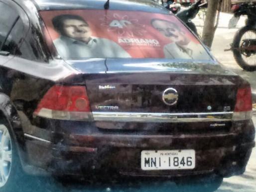 Veículo no nome da Prefeitura de Montadas está com adesivo de Adriano Galdino (PSB)