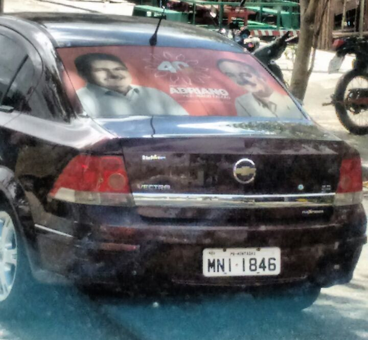 Veículo no nome da Prefeitura de Montadas está com adesivado de Adriano Galdino (PSB)