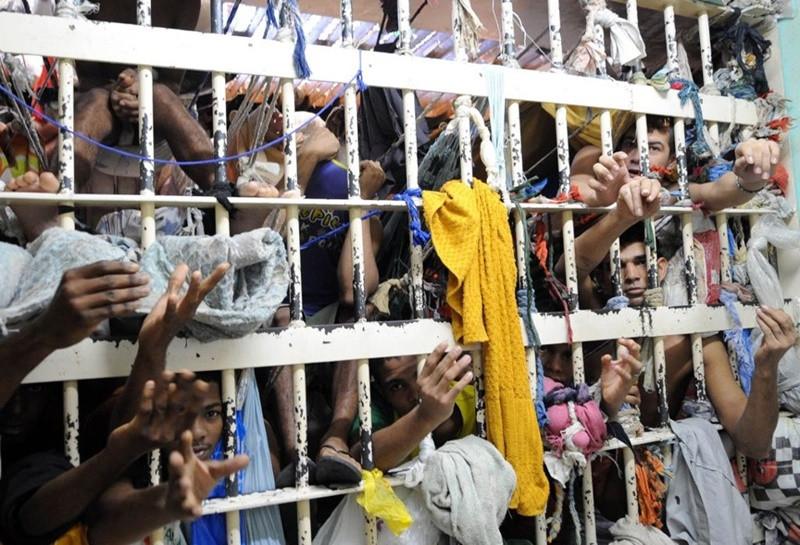 Faltam 231 mil vagas no sistema prisional, isso porque metade dos presos ainda aguardam julgamento