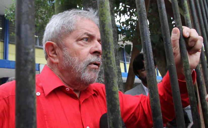 Desembargador recomenda que Lula cumpra prisão em uma cadeia de verdade!