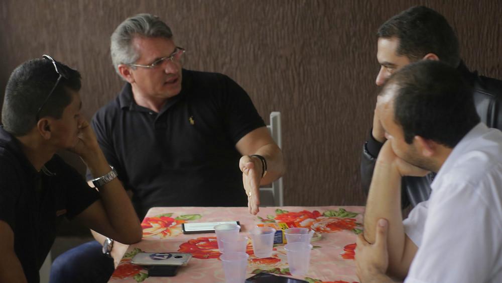 A Esquerda o Presidente do PSL de Esperança, Laedson Freire
