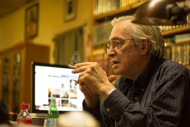 Censura coordenada: facebook, twitter e pagseguro bloqueiam contas de Olavo de Carvalho