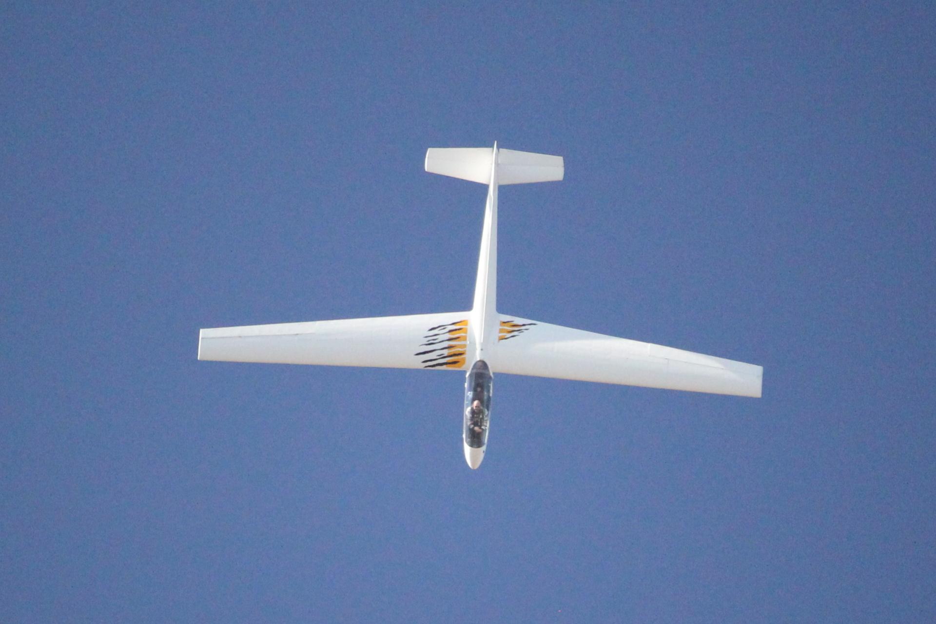L13 AC při letu na zádech