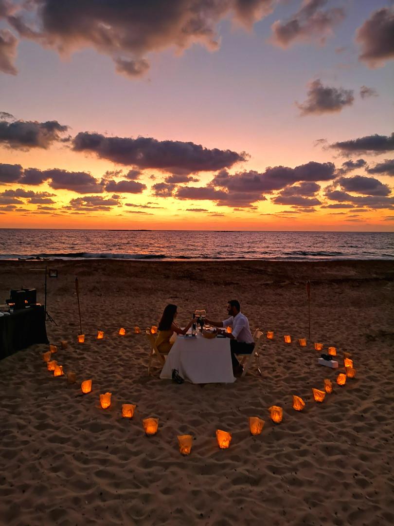 הצעת נישואין בחוף הים.jpg