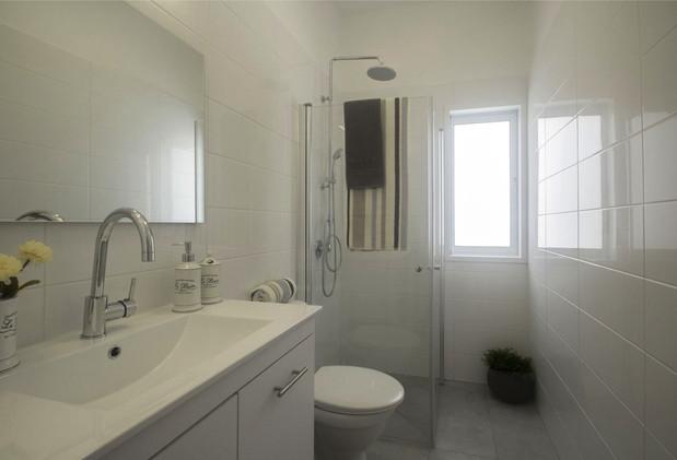 חולון- מקלחת ושירותים