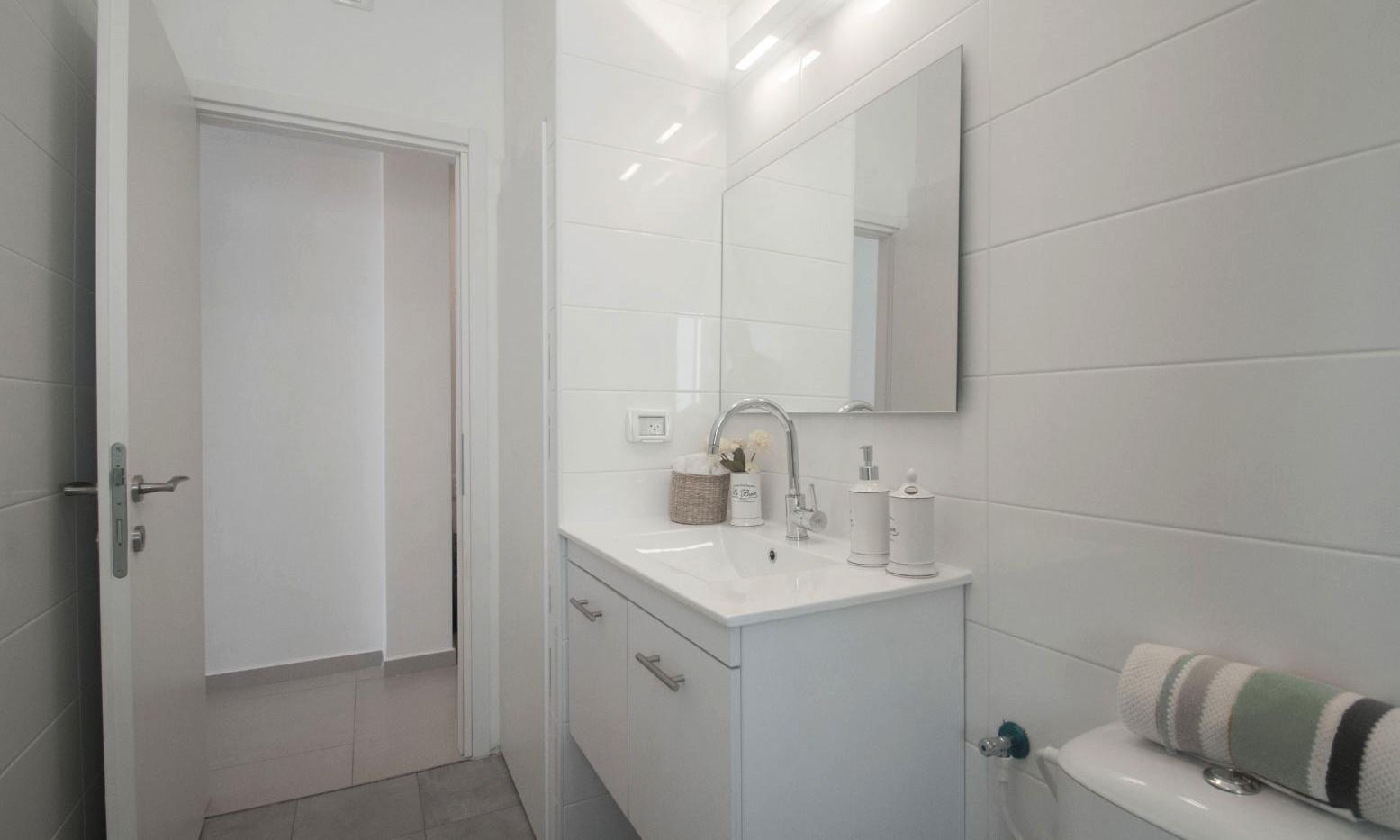 חולון מקלחת ושירותים 2