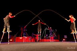 Cabaret-Croise-Echasses-pneumatiques-Cordes-Spectacle