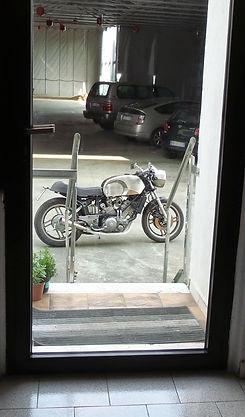 personalizzazione serbatoio moto cafe racer