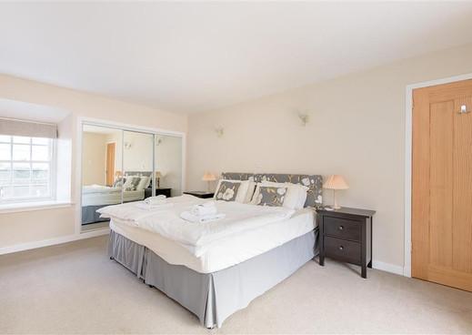 55 High St bed main.jpg