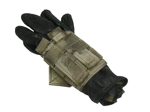 m.o.l.l.e mount gloves atacs au
