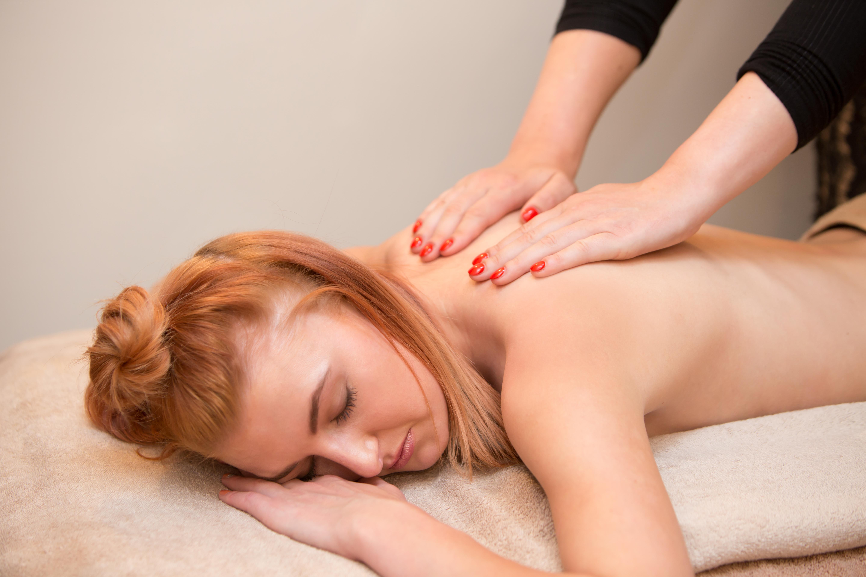 Kapucia_massage_closeup