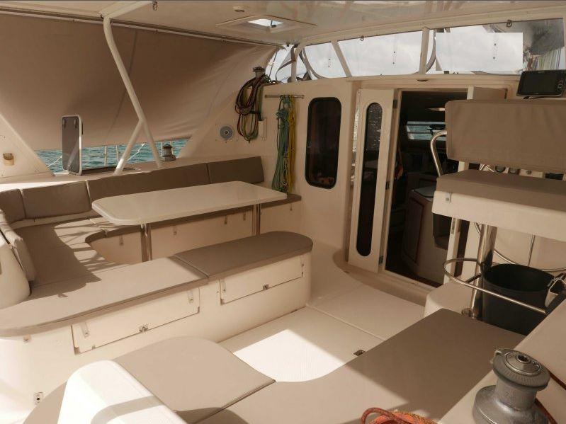 bateau-robertson-and-caine-leopard-45-72