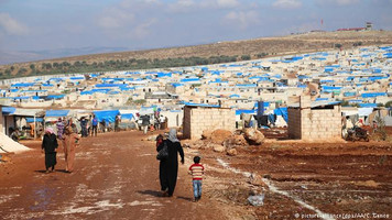 Turkey offers aid to Idlib refugees