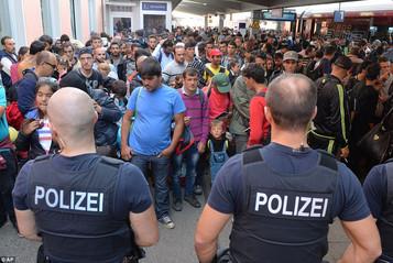 """""""Suriyeli sığınmacılar için Almanya adeta hapishane"""""""