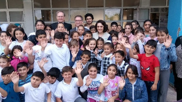 UNICEF gönüllüsü ünlü oyuncu Ezgi Mola mülteci çocukları ziyaret etti