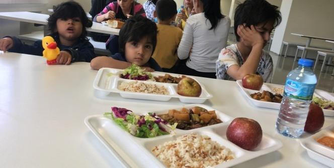 Mayıs 2017'de kötü muamele iddialarıyla gündeme gelen İzmir Harmandalı GGM yemekhanesinde çocuklar