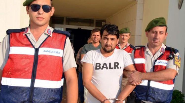 Organizatör oldukları iddia edilen üç şüpheli çıkarıldıkları mahkeme tarafından tutuklandı