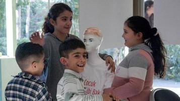 İzmir'de mülteci çocuklar için 'Çocuk Gibi Bak' projesi