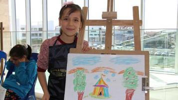 Suriyeli mülteci çocuklar mutluluğun resmini çizdi