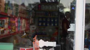 Urfa'da mülteci esnafların dükkanlarına 'maskeli' saldırı