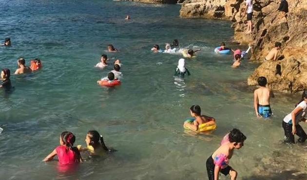Hayatlarında belki de ilk defa tatil yapan Suriyeli mülteci çocuklar