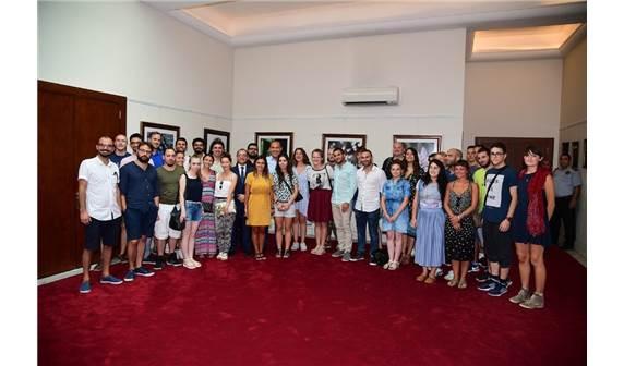 Adana Belediye Başkanı Sözlü Avrupalı gençlerle