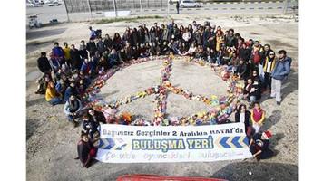 Gezgin Akademi 10 bin oyuncak ve kıyafeti Hatay'daki mülteci çocuklara otostopla ulaştırdı