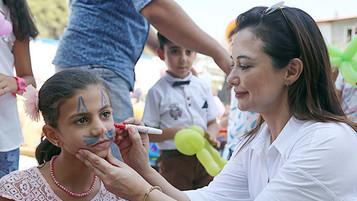 KKTC Başbakanının eşi Dilek Özgürgün Hatay'da Suriyeli mülteci çocuklarla buluştu