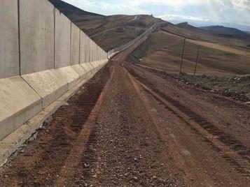 Türkiye'ye doğru son dönemde giderek artan Afgan göçünün nedeni İran sınırına örülen yeni duvar