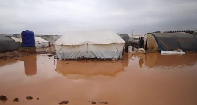 Şiddetli fırtına ve yağış mülteci kamplarına zarar verdi