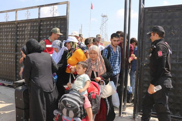 Bayram için ülkelerine giden Suriyeli mültecilerin geçişi dün de devam etti