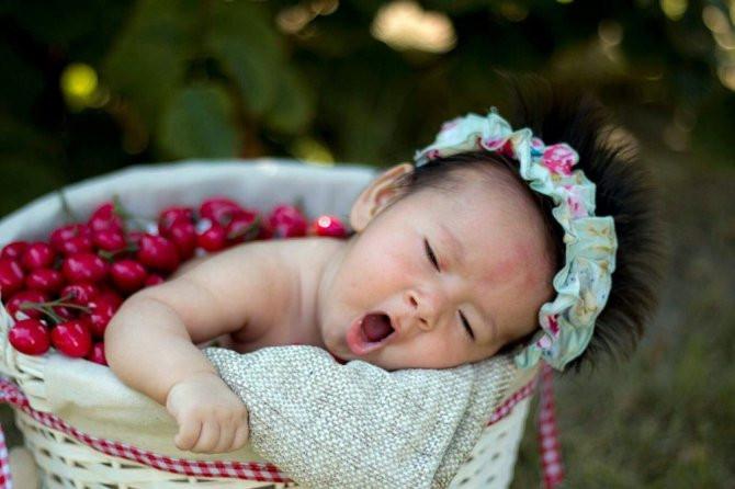 Polis memurunun objektifinden mülteci bebek Hüsna