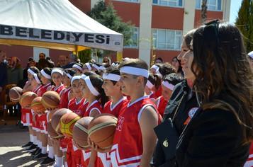 23 Nisan kutlamalarında Suriyeli çocuklar da yer aldı